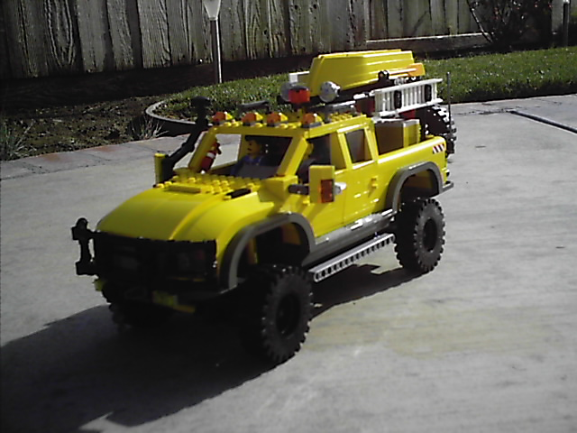 4404_off_road_expedtion_vehicle_002.jpg