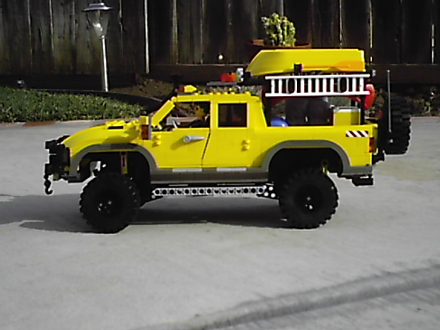 4404_off_road_expedtion_vehicle_012.jpg