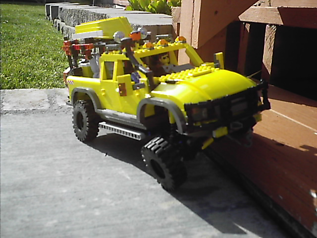 4404_off_road_expedtion_vehicle_027.jpg