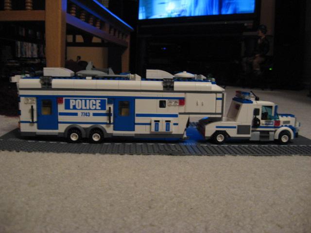 custom_mobile_command_unit_005.jpg