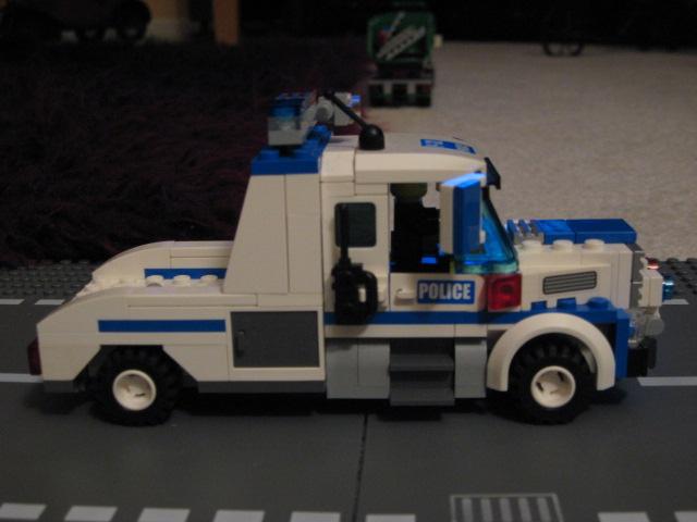 custom_mobile_command_unit_008.jpg