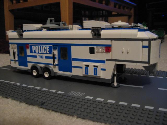 custom_mobile_command_unit_009.jpg