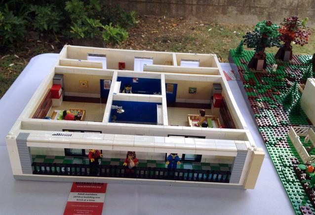 Hummingbird House in LEGO Bricks Img_2942