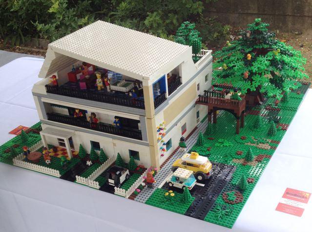 Hummingbird House in LEGO Bricks Img_2943