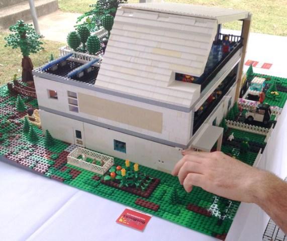 Hummingbird House in LEGO Bricks Img_2944