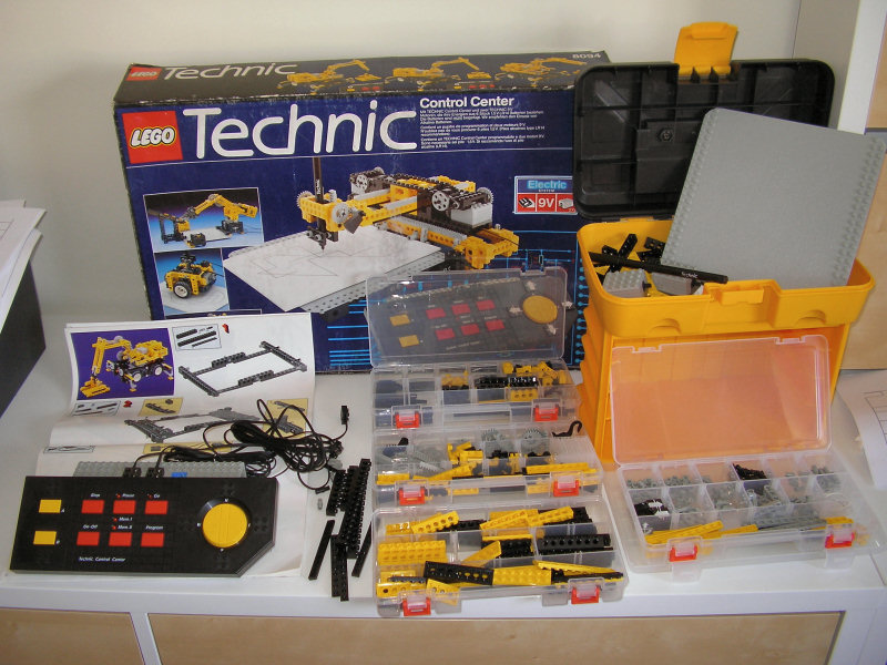 The various parts comprising the 8094 set. Sheets of paper not shown, yellow storage box not included.