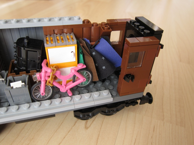 605_luggage_car.jpg