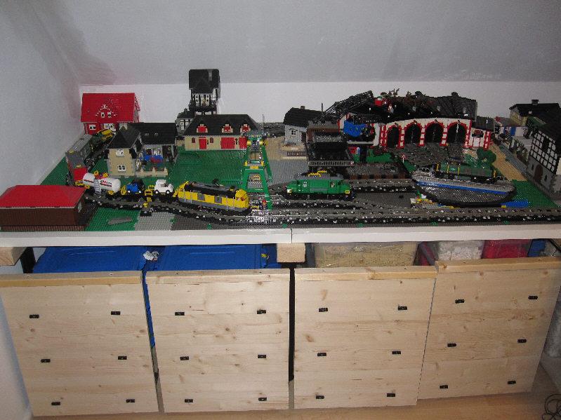 12v eisenbahn tischaufbau lego bei gemeinschaft forum. Black Bedroom Furniture Sets. Home Design Ideas