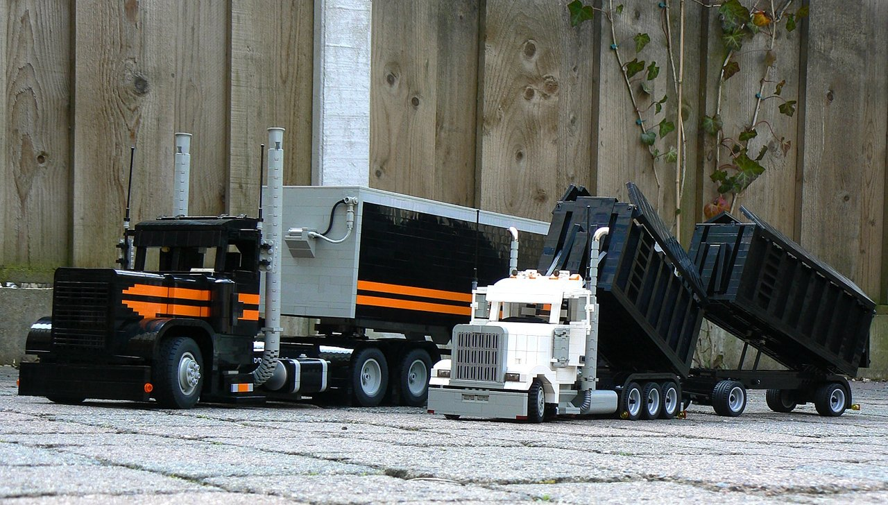 kenworth_w900_white_one_-_012m.jpg