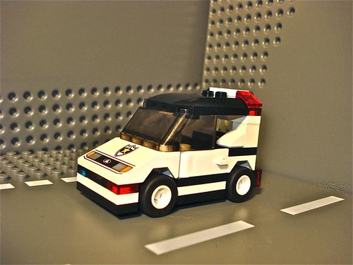 moc_pd_squad_car_01.jpg