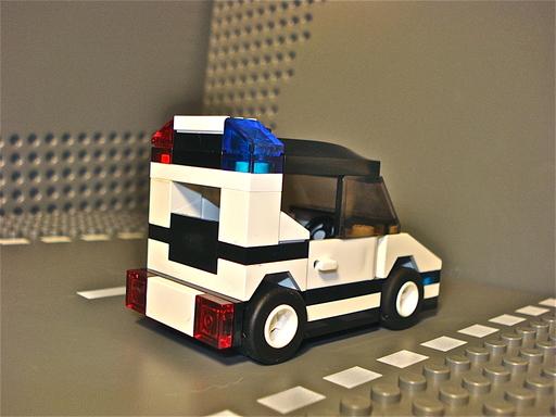 moc_pd_squad_car_02.jpg