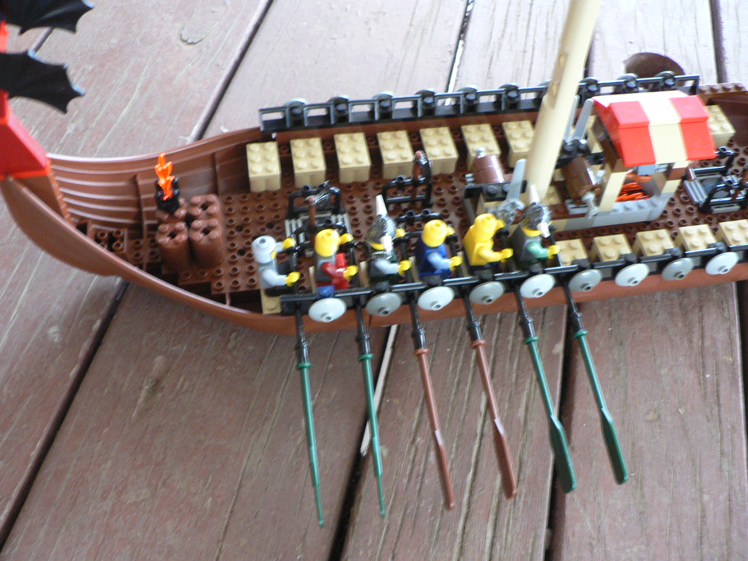 05-09-28-lego_viking_ship4.jpg