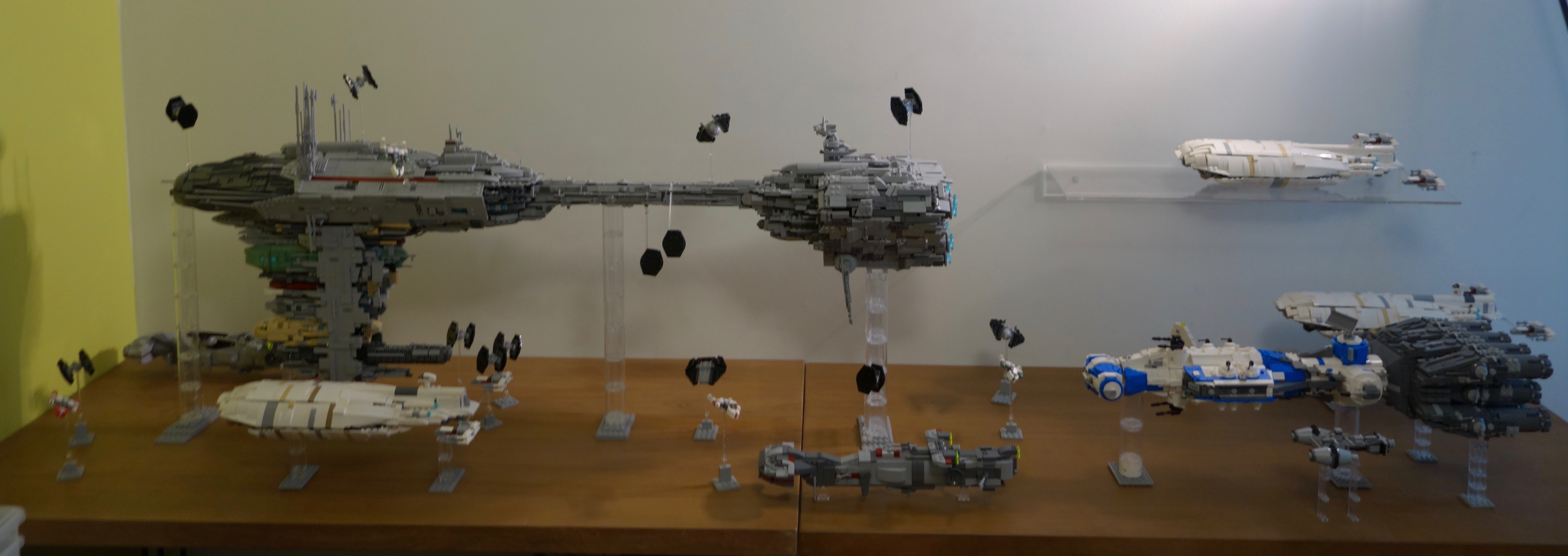 http://www.brickshelf.com/gallery/Ekae/Star-Wars-Ships/my-fleet/dsc01085.jpeg