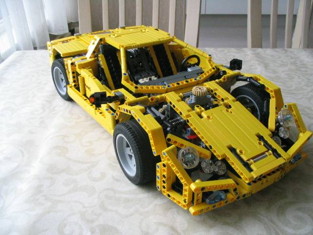 yellowsupercar_002.jpg