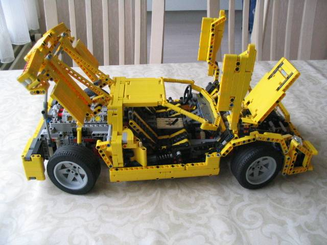 yellowsupercar_006.jpg