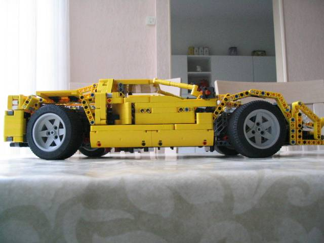 yellowsupercar_007.jpg