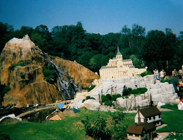 legoland-mountain.jpg