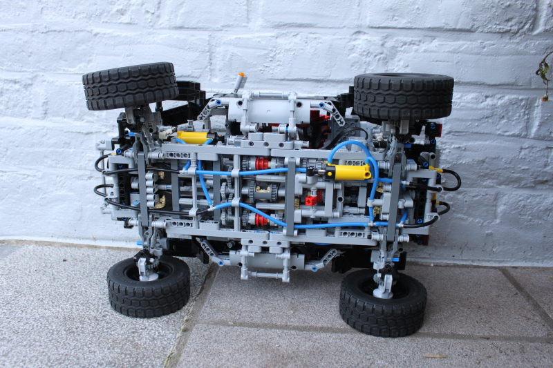 jeep_hurricane_lego_technic016.jpg