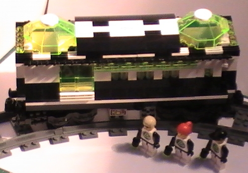 cult_blacktron_railway_carriage_b.jpg