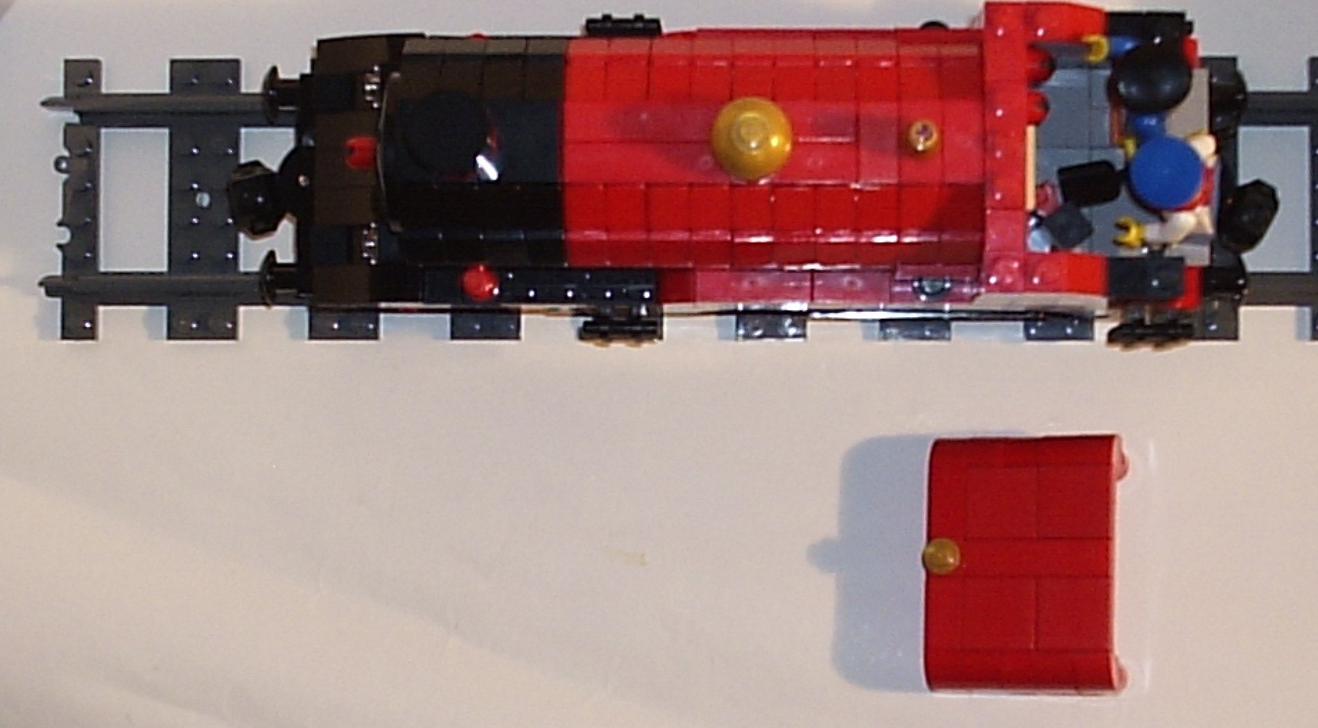 15_07_2012_red_and_black_4_4_0_tender_engine_i.jpg