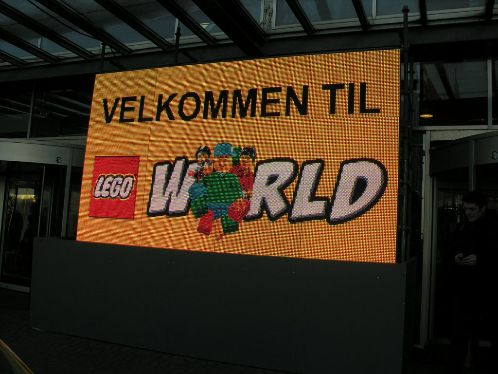 000a_welcome_to_legoworld.jpg