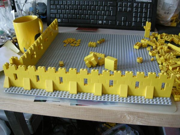 modular yellow castle 375/6075 - lego historic themes - eurobricks