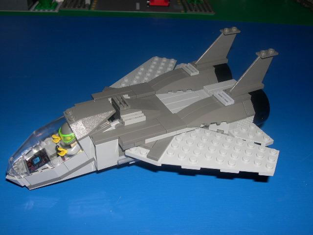 TLB04 - Avião de Combate
