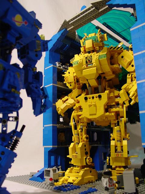 http://www.brickshelf.com/gallery/Legomaster/Mech-Bay/mech-bay-2-3.jpg