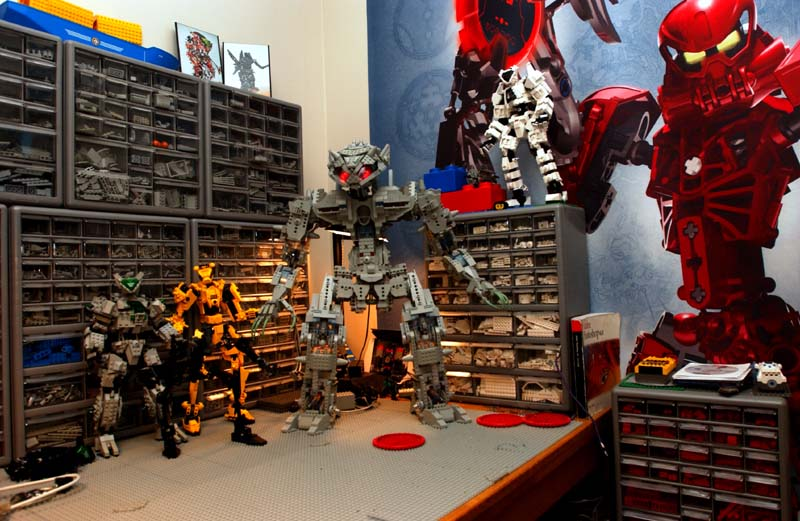 2-mechs-n-work-area.jpg