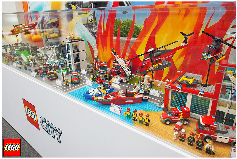 lego_city_2013_fire_display.png