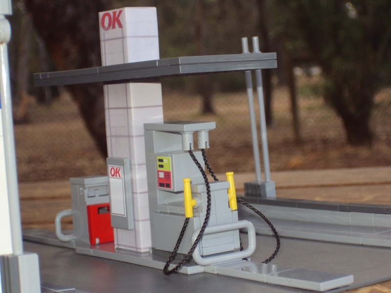 cool_ok_tankstation_with_post_box_and_pay_phone_94.jpg