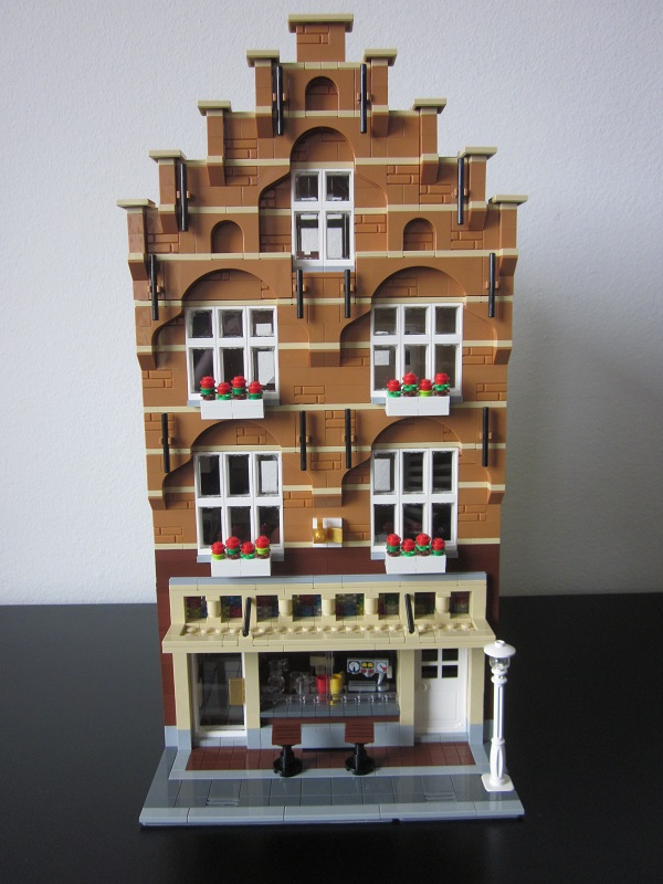 Moc modular shop with apartment lego town eurobricks for Shop with apartment above