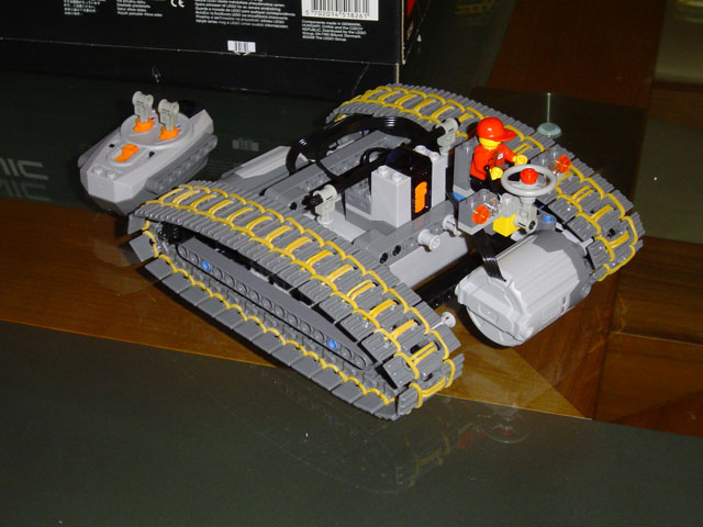 lego8294rubbertreads2.jpg