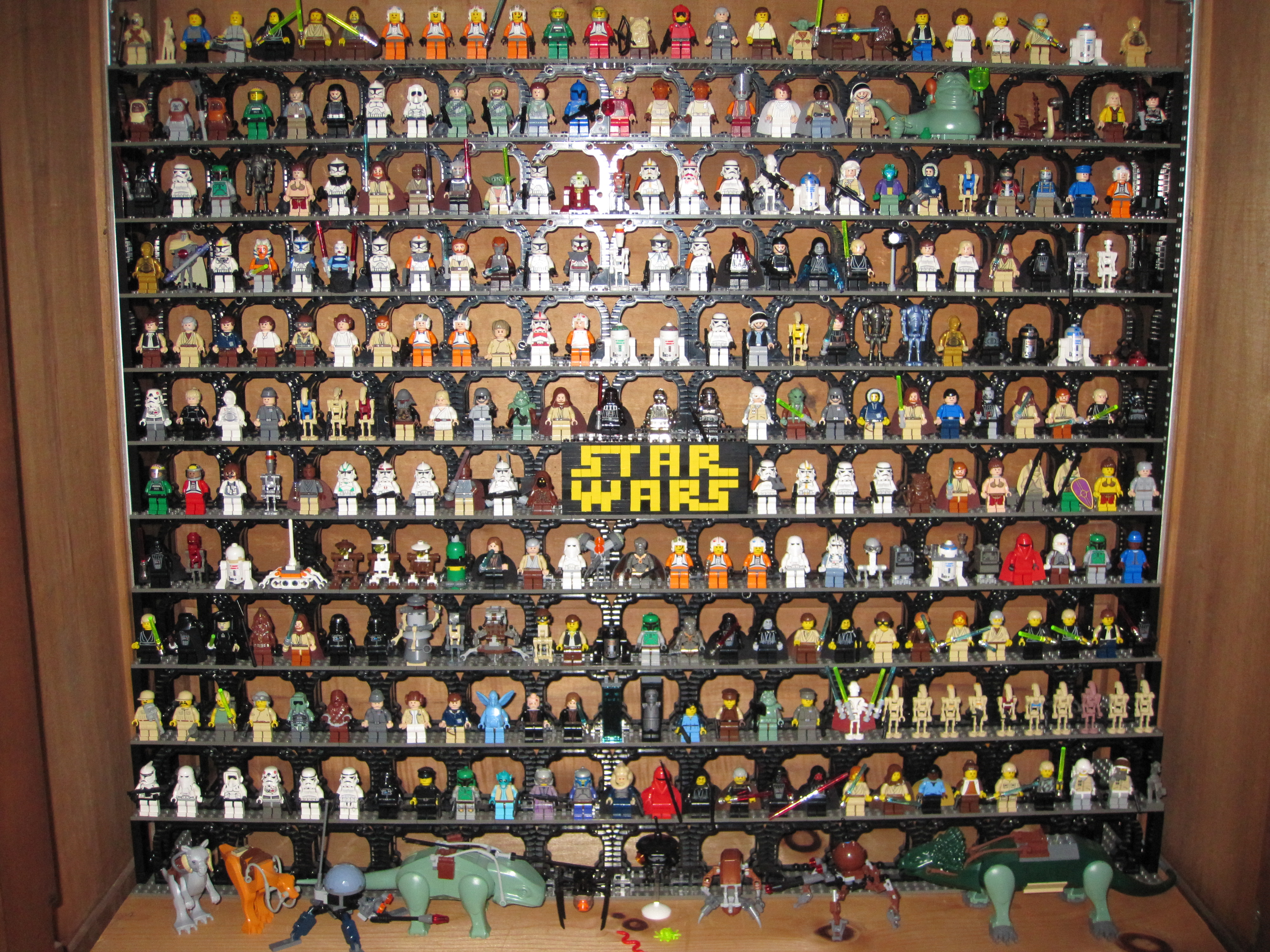 Re star wars minfigures on display