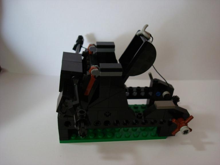 http://www.brickshelf.com/gallery/NHkBN3NToP/Catapult/dsc00421.jpg