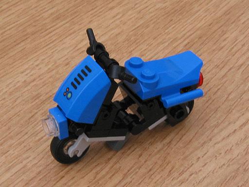 Minifig-scale LEGO Piaggio Scooter