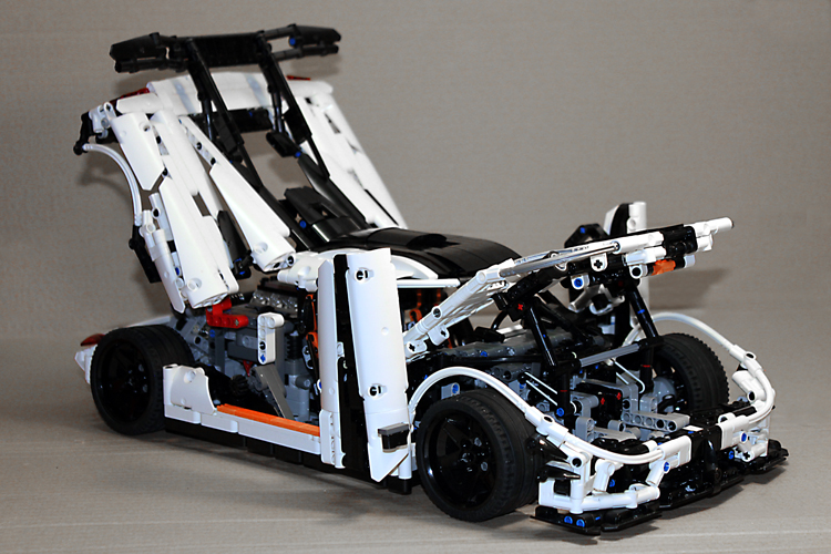 koenigsegg_one-1_right_front_open.jpg