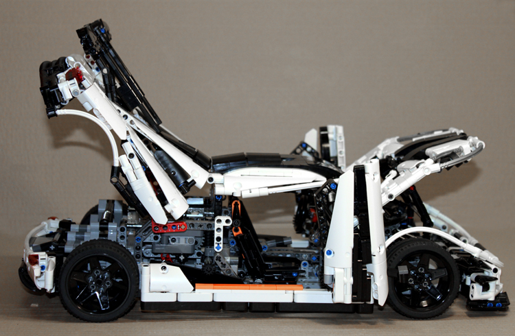 koenigsegg_one-1_right_open.jpg