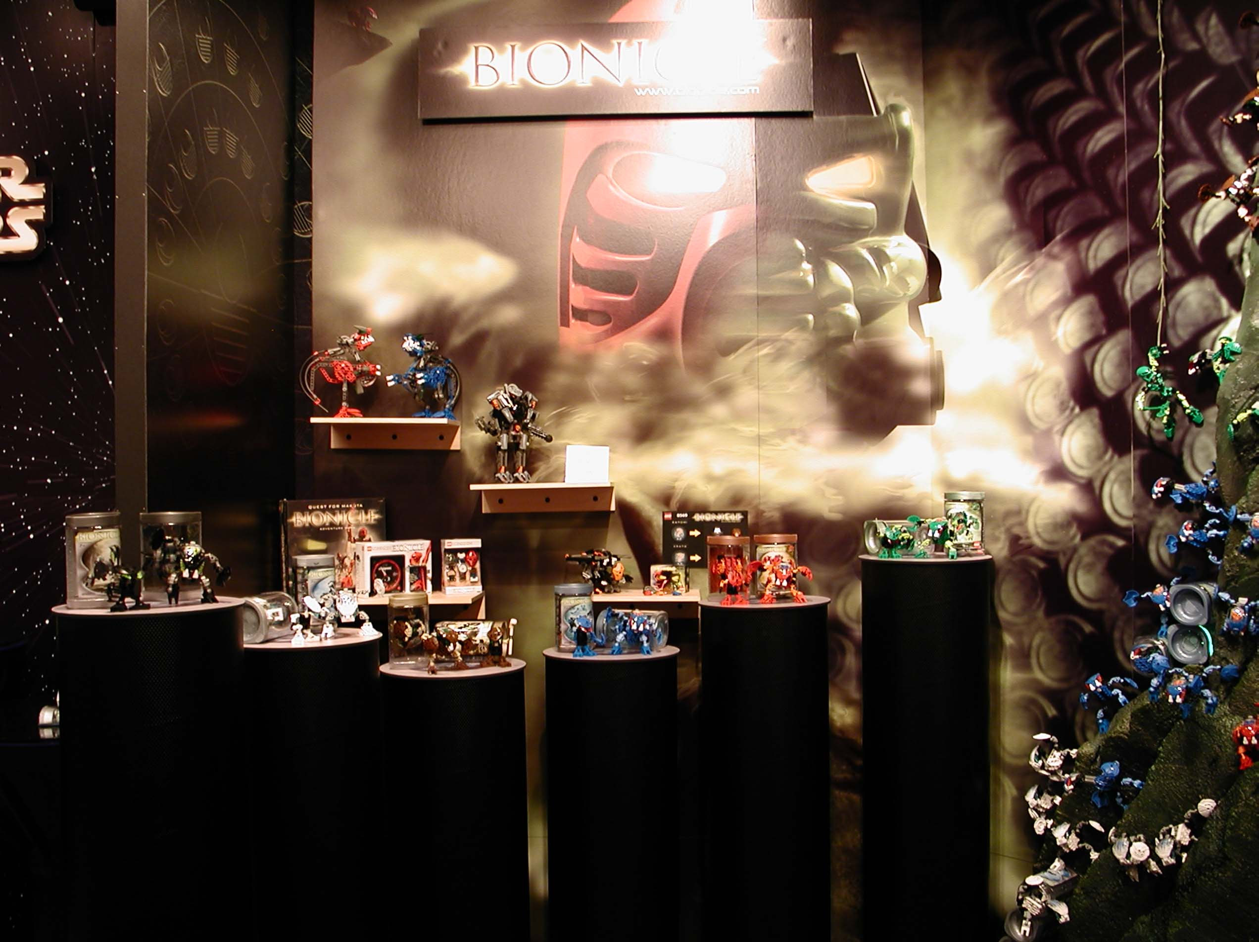 02_toyfair_display_02.jpg