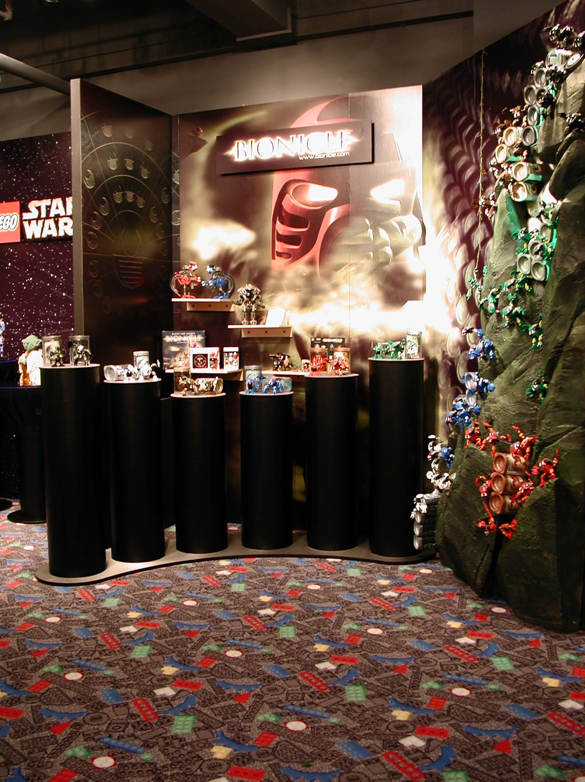 02_toyfair_display_04.jpg