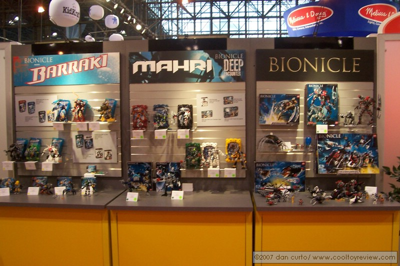 07_toy_fair_display_04.jpg