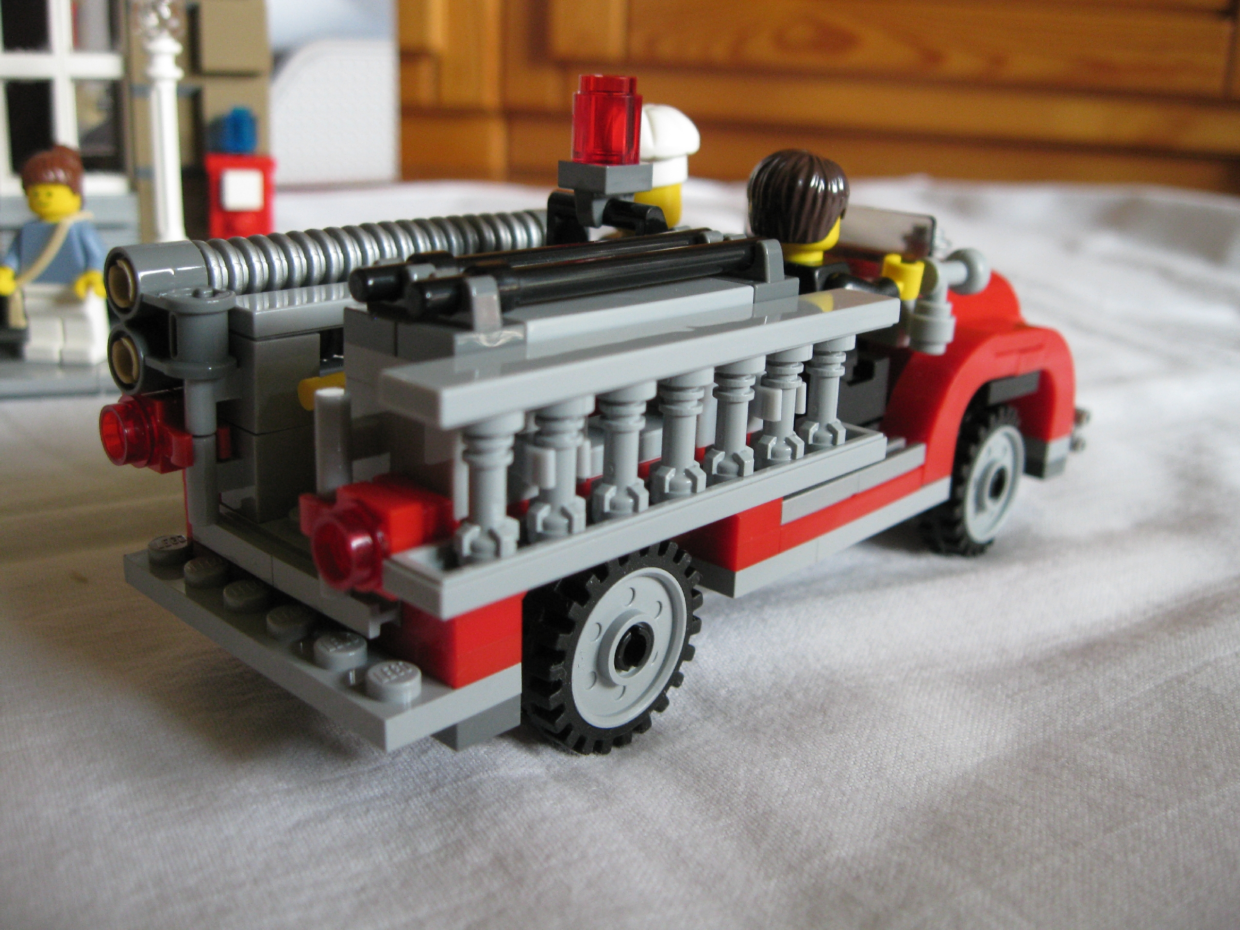 10197fireengineside2.jpg