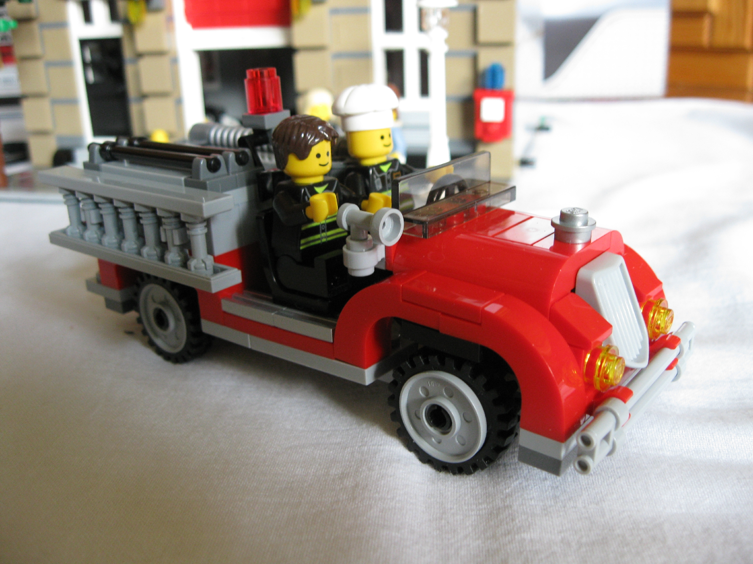 10197fireengineside3.jpg