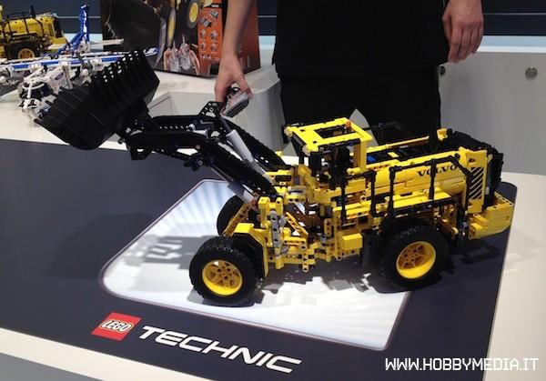 brickshelf gallery lego technic volvo buldozer 42030. Black Bedroom Furniture Sets. Home Design Ideas