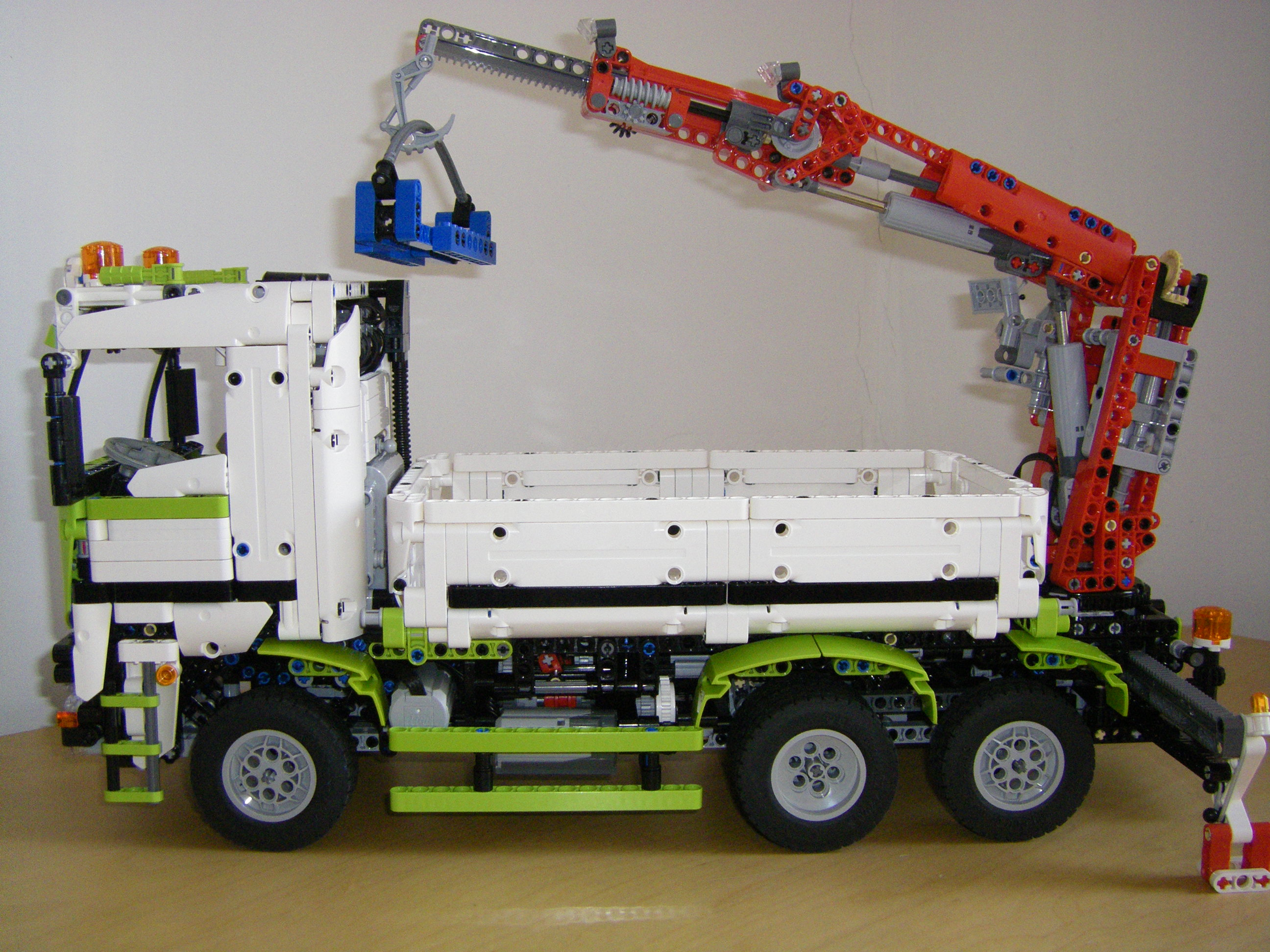 lego technic arocs with crane lego technic mindstorms. Black Bedroom Furniture Sets. Home Design Ideas