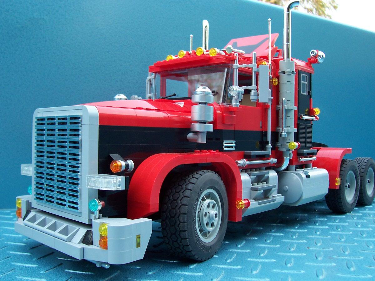 241006 big red black rig truck 009 jpg