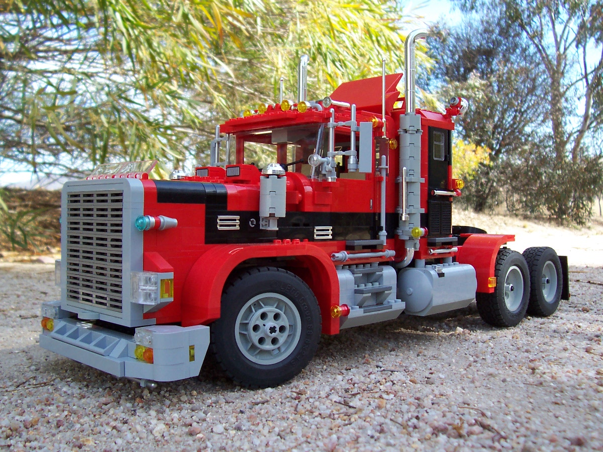 241006_big_red_black_rig_truck_025.jpg