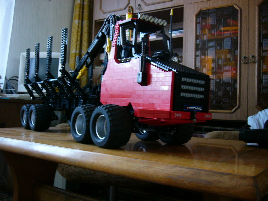 8x8_forwarder_024.jpg