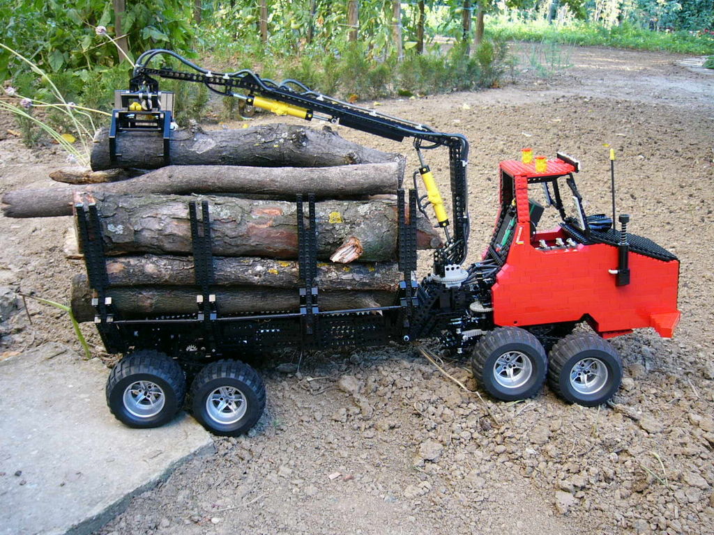8x8_forwarder_029.jpg