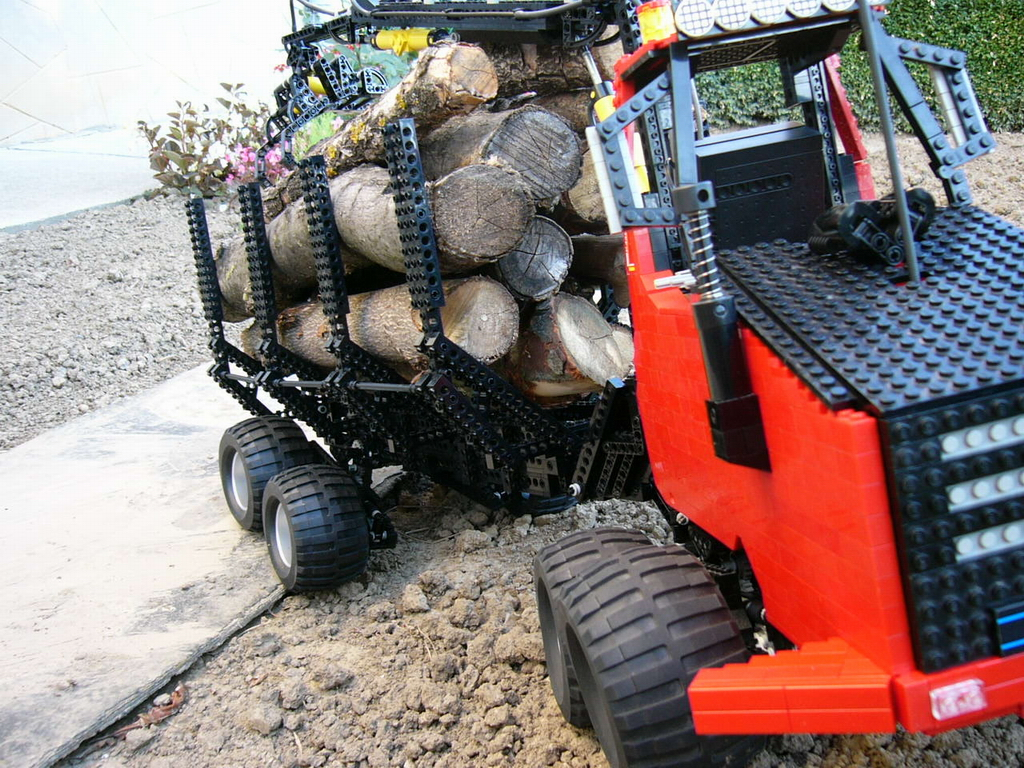 8x8_forwarder_031.jpg